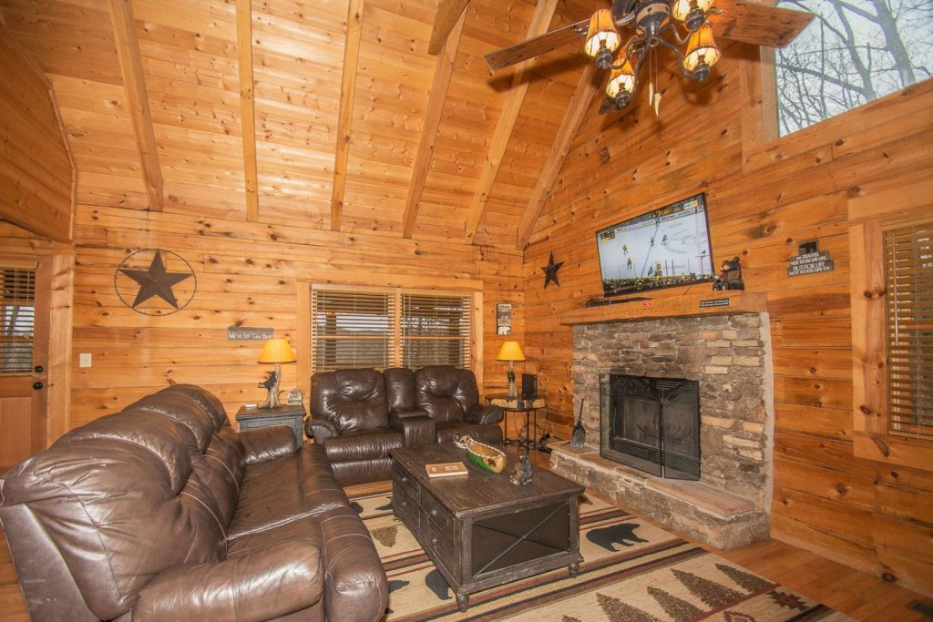 Photo of a Pigeon Forge Cabin named Bear Mountain Cabin - This is the thirty-third photo in the set.