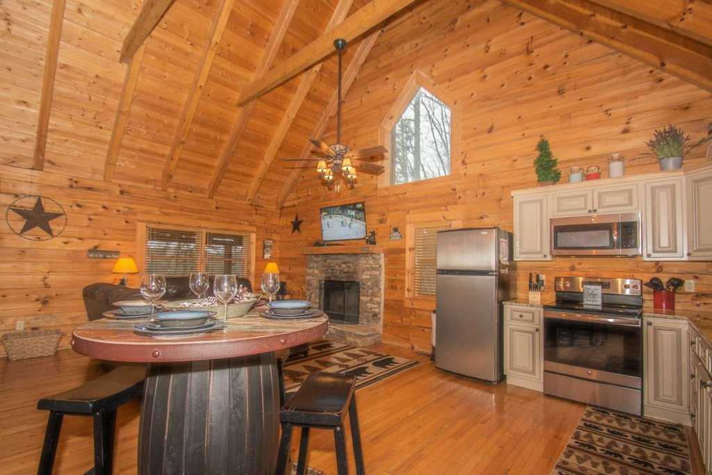 Photo of a Pigeon Forge Cabin named Bear Mountain Cabin - This is the thirty-eighth photo in the set.