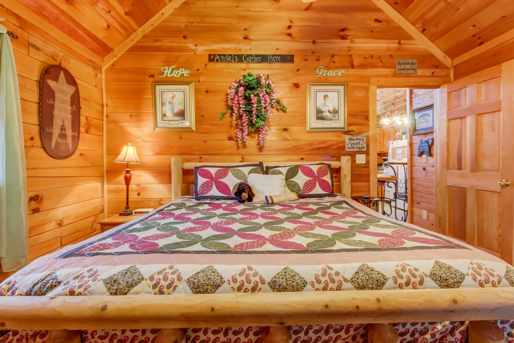 Photo of a Pigeon Forge Cabin named Arrowhead Log Cabin Resort: Moonlight Romance Cabin - This is the sixteenth photo in the set.