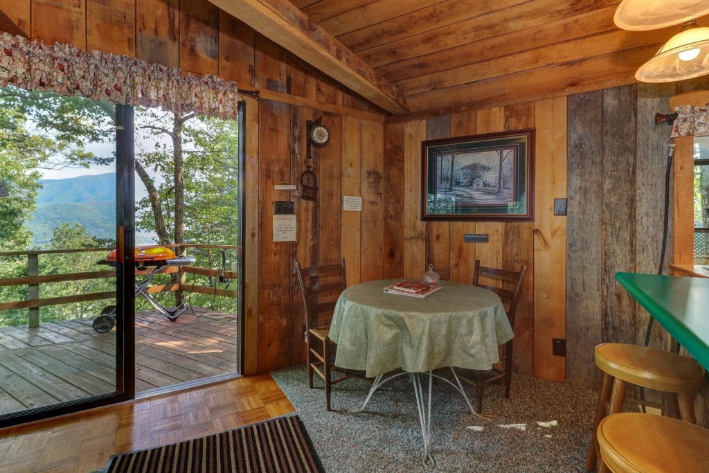 Photo of a Sevierville Cabin named Mockingbird's View Cabin - This is the ninth photo in the set.