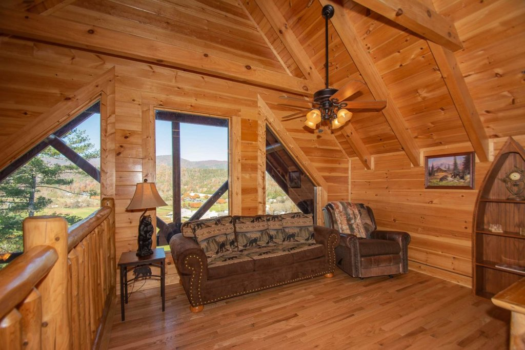 Photo of a Pigeon Forge Cabin named Mountain Creek Lodge - This is the twentieth photo in the set.
