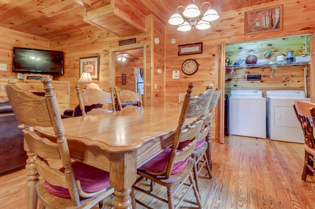 Photo of a Pigeon Forge Cabin named Dixie Delight Cabin - This is the first photo in the set.