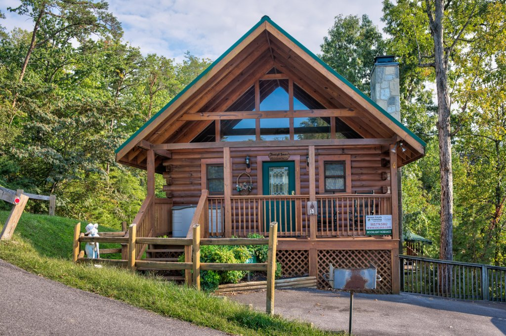 Photo of a Pigeon Forge Cabin named Arrowhead Log Cabin Resort: Moonlight Romance Cabin - This is the third photo in the set.