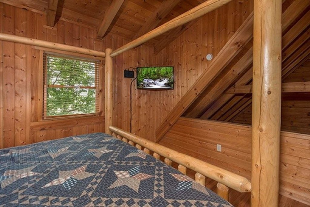 Photo of a Pigeon Forge Cabin named Bear Mountain Cabin - This is the second photo in the set.