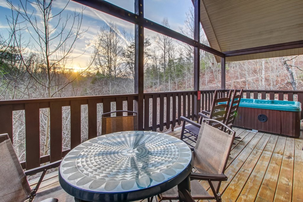 Photo of a Pigeon Forge Cabin named Running Bear Cabin - This is the third photo in the set.