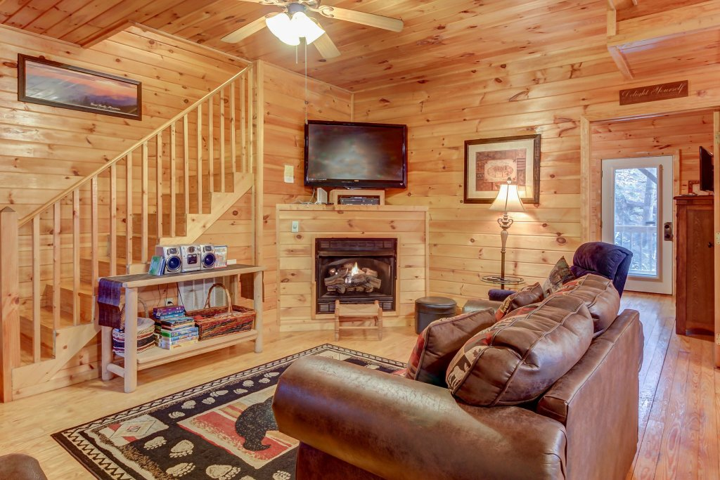 Photo of a Pigeon Forge Cabin named Dixie Delight Cabin - This is the second photo in the set.