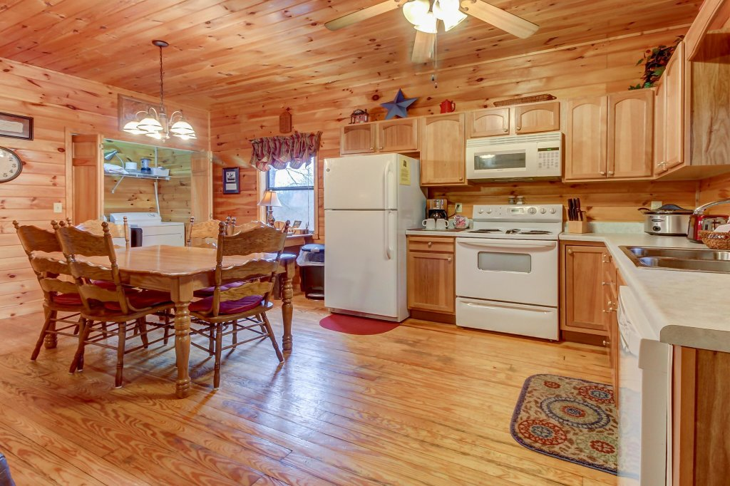 Photo of a Pigeon Forge Cabin named Dixie Delight Cabin - This is the third photo in the set.