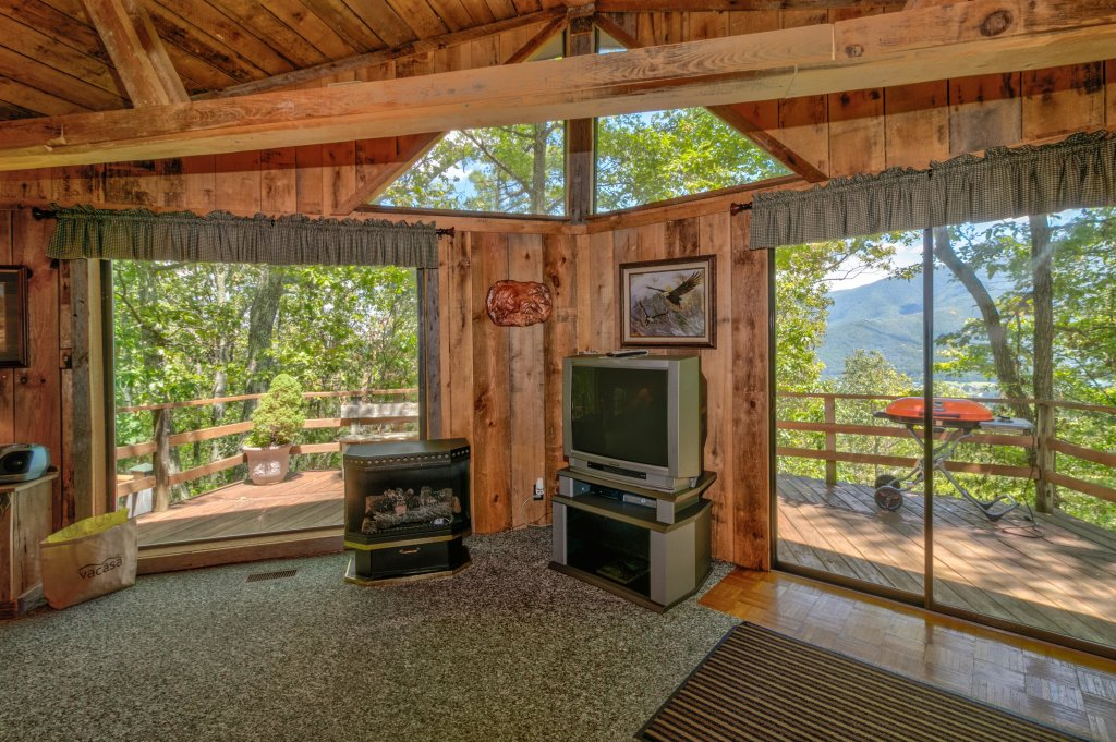 Photo of a Sevierville Cabin named Mockingbird's View Cabin - This is the fifth photo in the set.