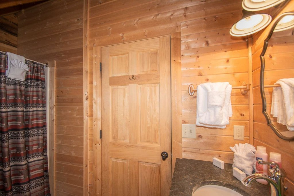 Photo of a Pigeon Forge Cabin named Bear Mountain Cabin - This is the thirty-fourth photo in the set.