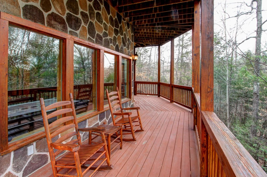 Photo of a Pigeon Forge Cabin named Mystic Falls Lodge Cabin - This is the thirtieth photo in the set.