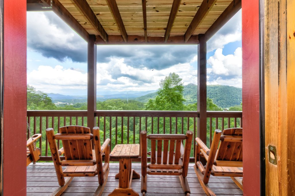 Photo of a Pigeon Forge Cabin named Rendez-view Cabin - This is the first photo in the set.
