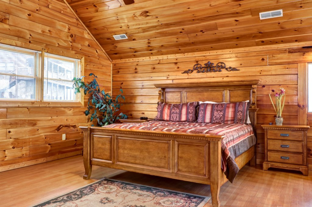 Photo of a Pigeon Forge Cabin named Champion's Run - This is the twelfth photo in the set.