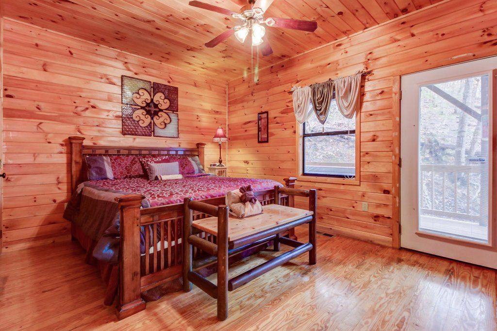 Photo of a Pigeon Forge Cabin named Dixie Delight Cabin - This is the thirty-fourth photo in the set.