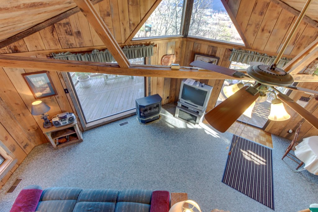 Photo of a Sevierville Cabin named Mockingbird's View Cabin - This is the twenty-first photo in the set.