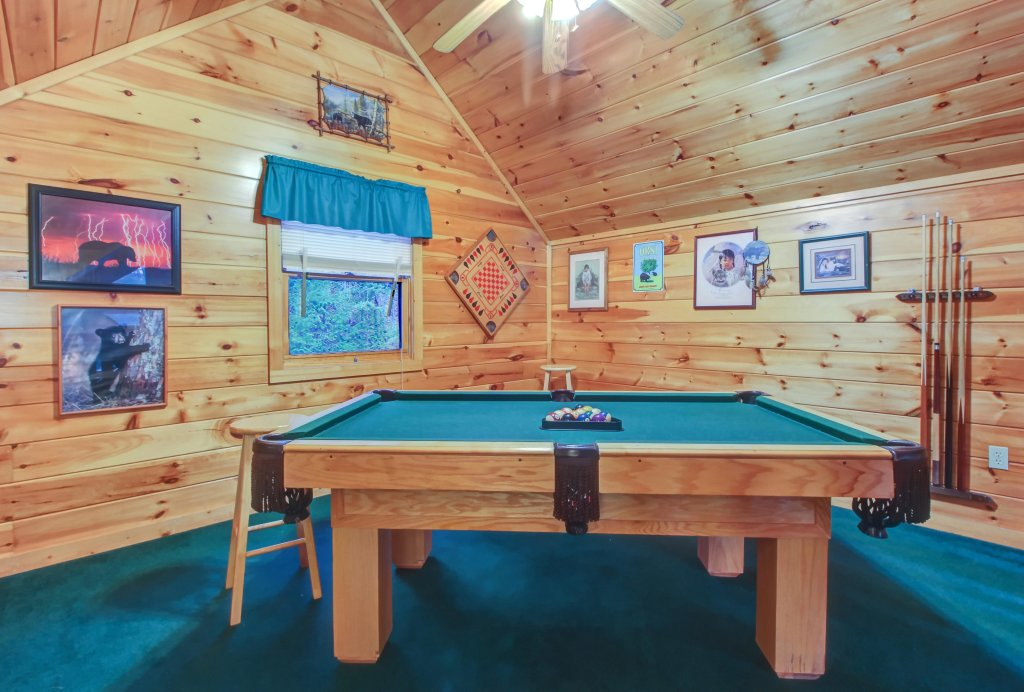 Photo of a Pigeon Forge Cabin named Running Bear Cabin - This is the twentieth photo in the set.