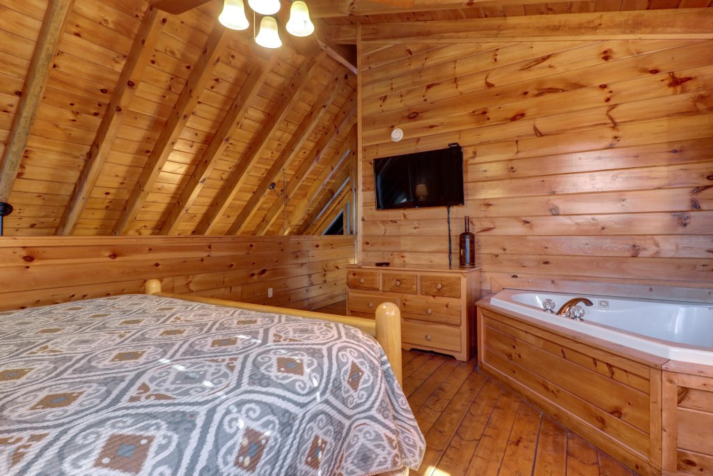 Photo of a Pigeon Forge Cabin named Peaceful Setting Cabin - This is the twenty-third photo in the set.