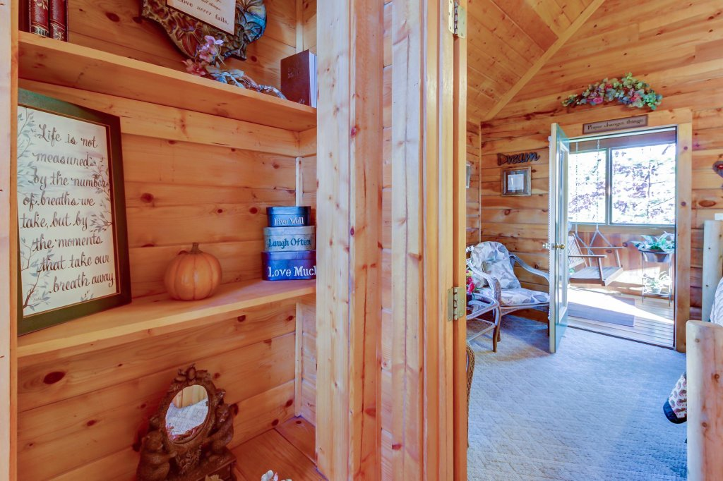 Photo of a Pigeon Forge Cabin named Arrowhead Log Cabin Resort: Cuddly Bear Hideaway Cabin - This is the sixteenth photo in the set.