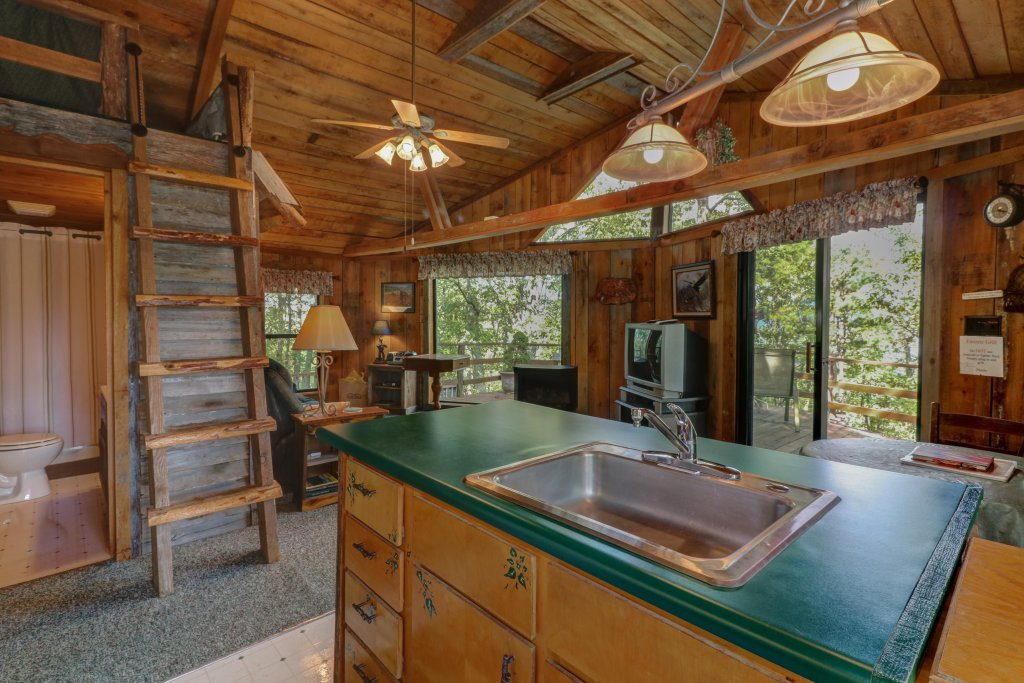 Photo of a Sevierville Cabin named Mockingbird's View Cabin - This is the thirteenth photo in the set.