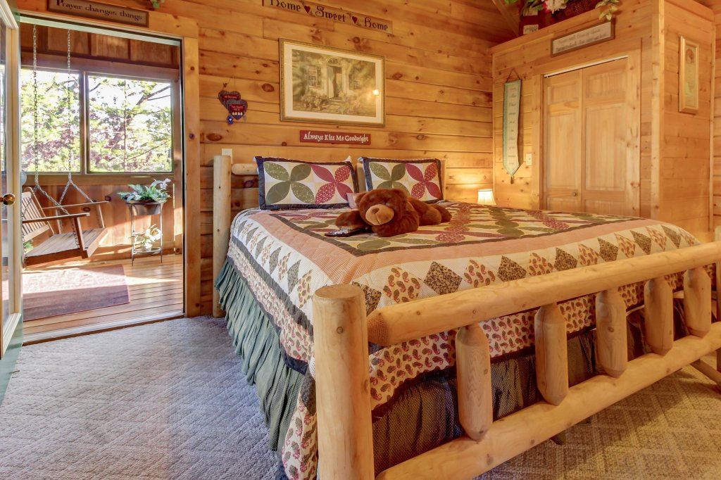 Photo of a Pigeon Forge Cabin named Arrowhead Log Cabin Resort: Cuddly Bear Hideaway Cabin - This is the seventeenth photo in the set.