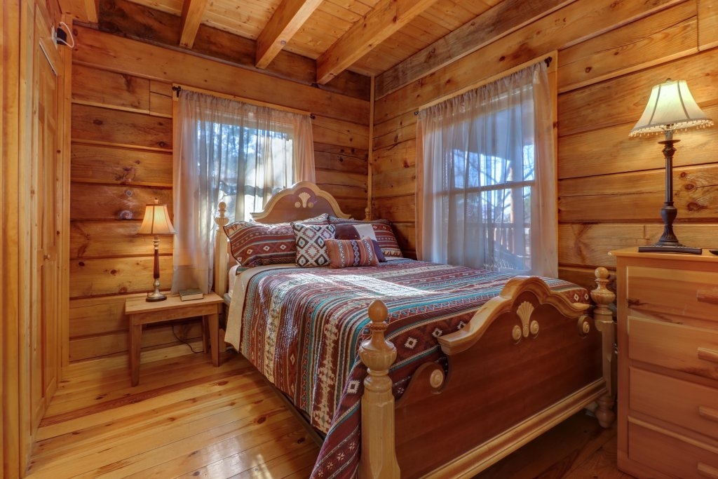 Photo of a Pigeon Forge Cabin named Peaceful Setting Cabin - This is the twenty-sixth photo in the set.