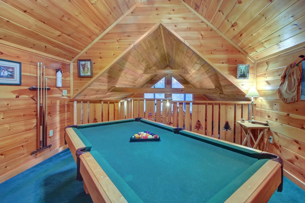 Photo of a Pigeon Forge Cabin named Running Bear Cabin - This is the fourth photo in the set.
