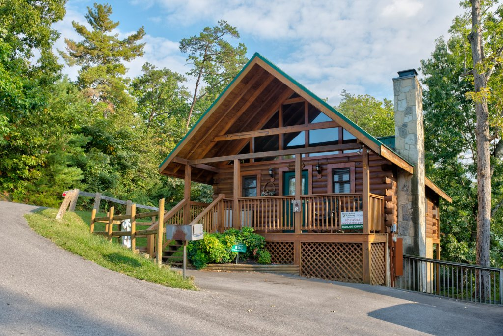 Photo of a Pigeon Forge Cabin named Arrowhead Log Cabin Resort: Moonlight Romance Cabin - This is the second photo in the set.