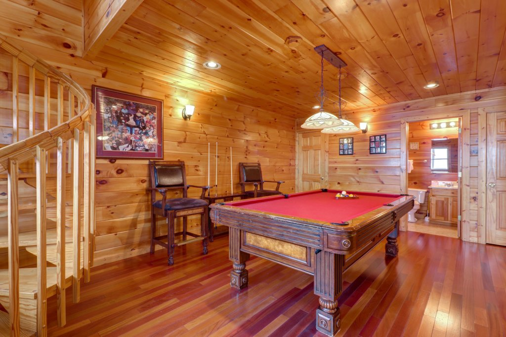 Photo of a Pigeon Forge Cabin named Champion's Run - This is the seventh photo in the set.
