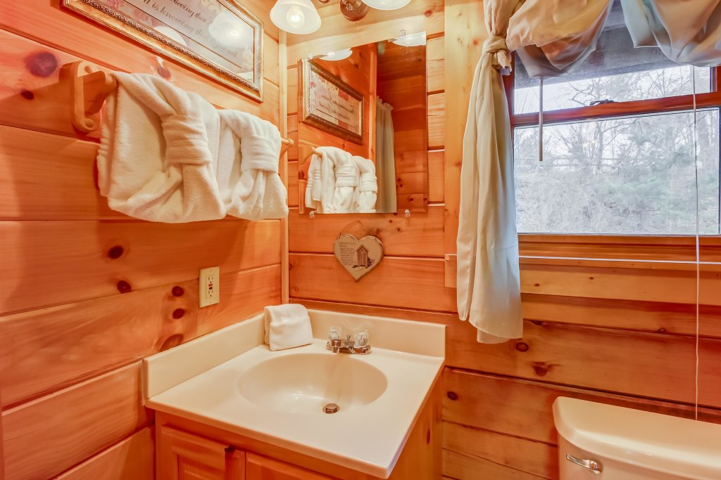 Photo of a Pigeon Forge Cabin named Arrowhead Log Cabin Resort: Moonlight Romance Cabin - This is the twenty-first photo in the set.