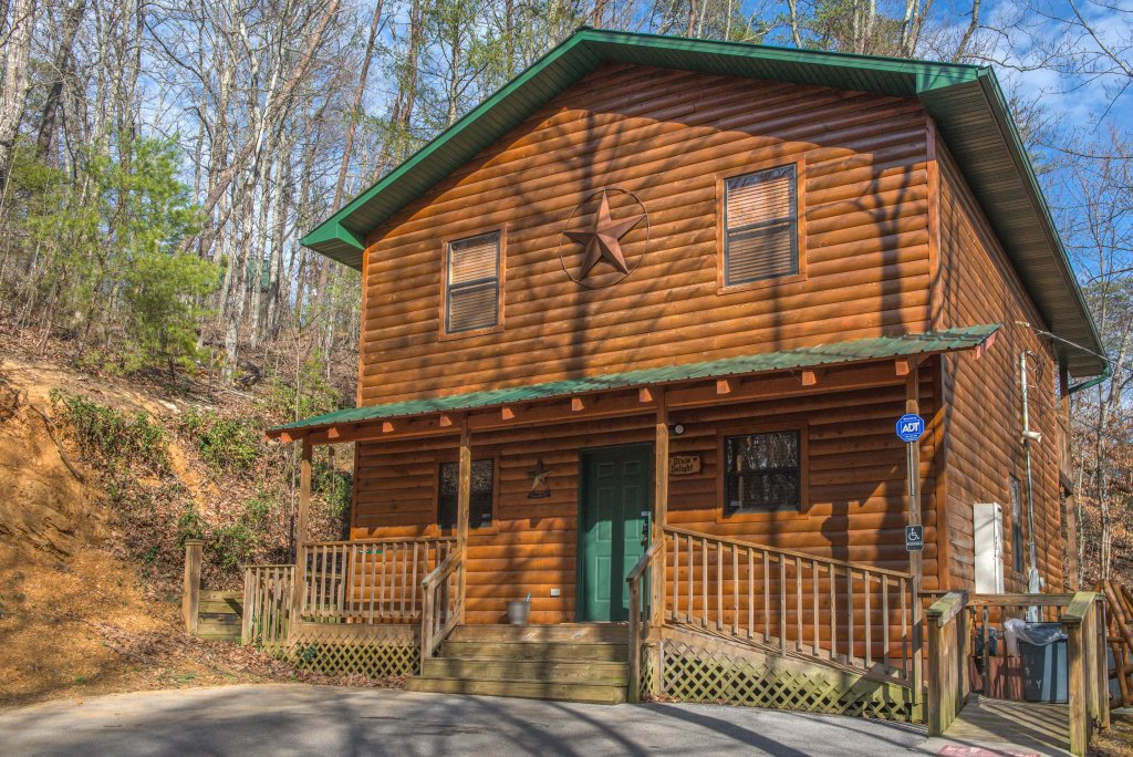 Photo of a Pigeon Forge Cabin named Dixie Delight Cabin - This is the forty-first photo in the set.