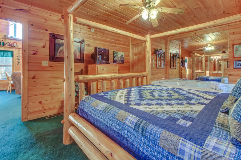 Photo of a Pigeon Forge Cabin named Running Bear Cabin - This is the eighteenth photo in the set.