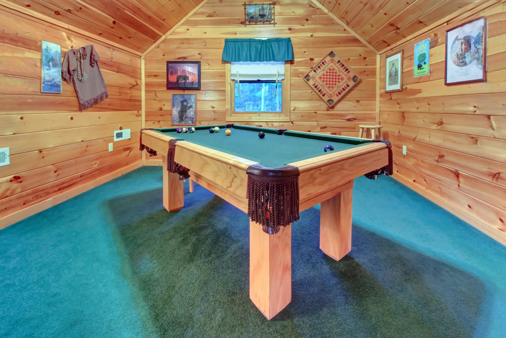 Photo of a Pigeon Forge Cabin named Running Bear Cabin - This is the sixteenth photo in the set.