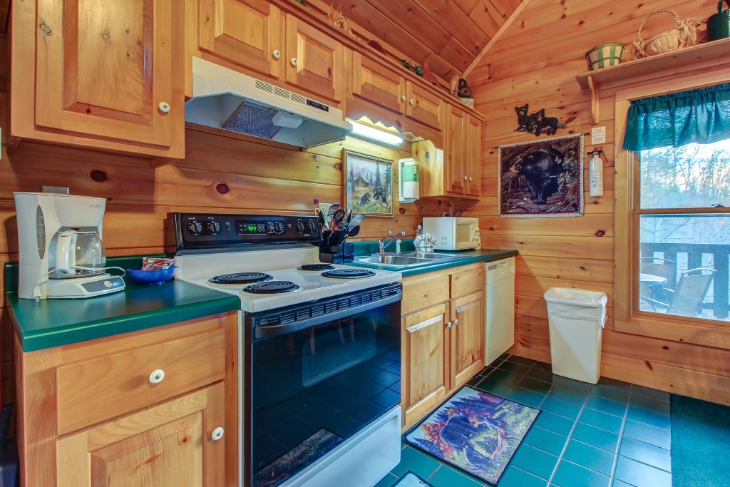Photo of a Pigeon Forge Cabin named Running Bear Cabin - This is the second photo in the set.