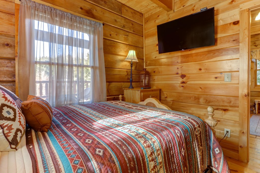 Photo of a Pigeon Forge Cabin named Peaceful Setting Cabin - This is the twenty-eighth photo in the set.