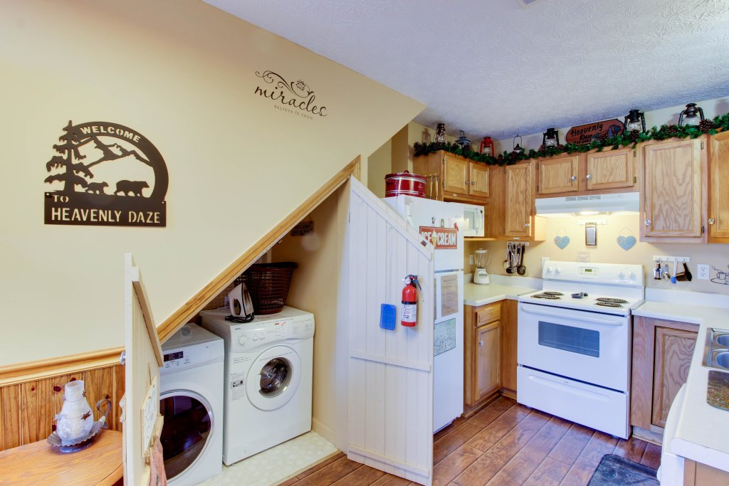 Photo of a Sevierville Cabin named Heavenly Daze Cabin - This is the third photo in the set.