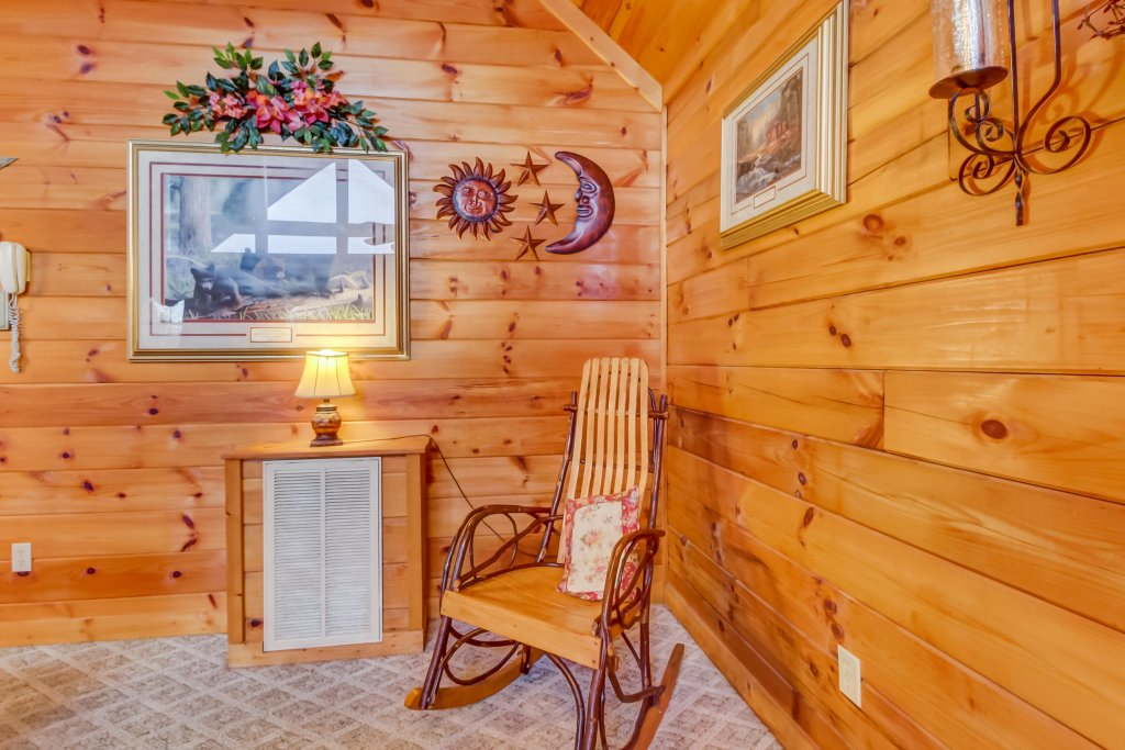 Photo of a Pigeon Forge Cabin named Arrowhead Log Cabin Resort: Moonlight Romance Cabin - This is the nineteenth photo in the set.