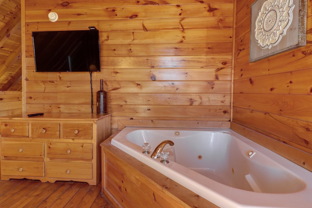 Photo of a Pigeon Forge Cabin named Peaceful Setting Cabin - This is the twenty-fifth photo in the set.