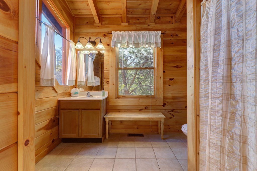 Photo of a Pigeon Forge Cabin named Peaceful Setting Cabin - This is the twenty-seventh photo in the set.