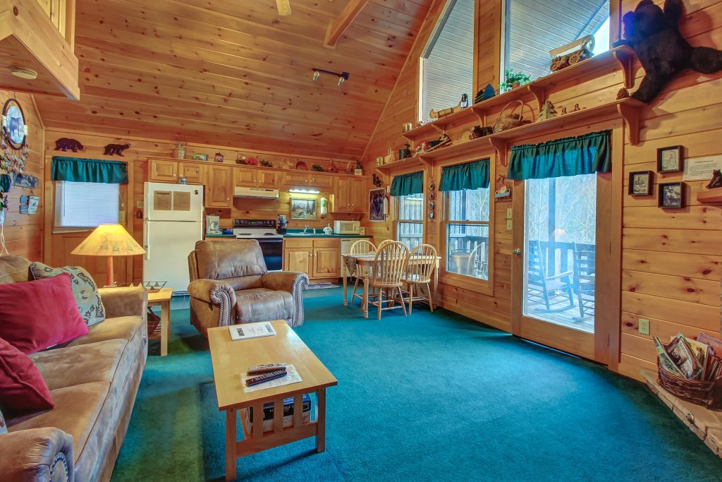 Photo of a Pigeon Forge Cabin named Running Bear Cabin - This is the sixth photo in the set.