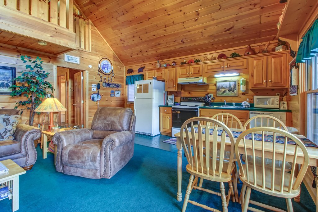 Photo of a Pigeon Forge Cabin named Running Bear Cabin - This is the seventh photo in the set.