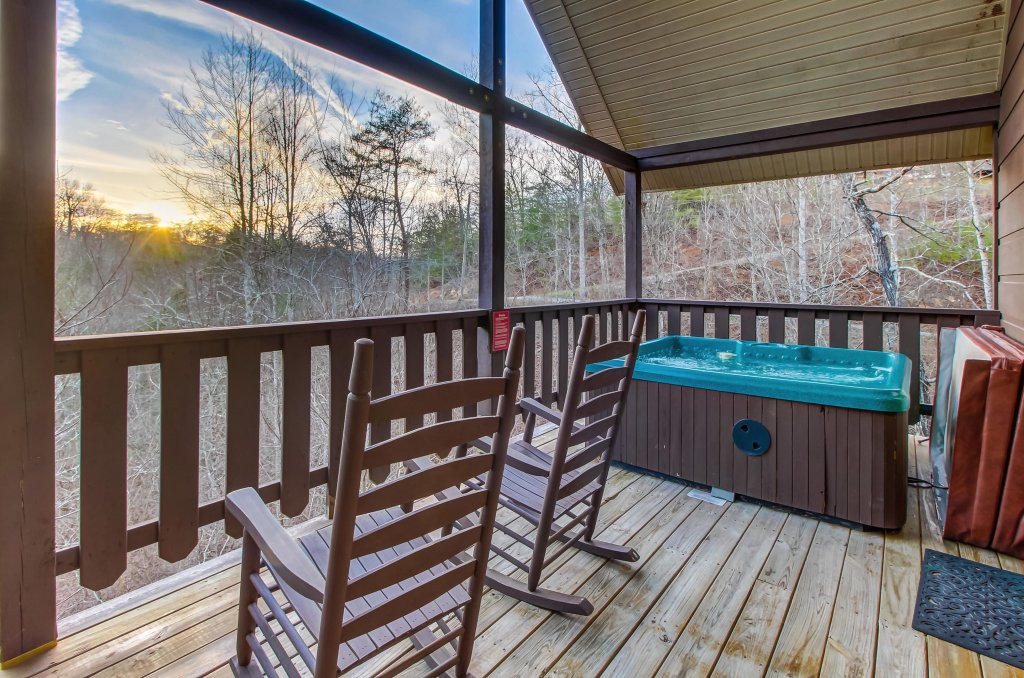 Photo of a Pigeon Forge Cabin named Running Bear Cabin - This is the fourteenth photo in the set.