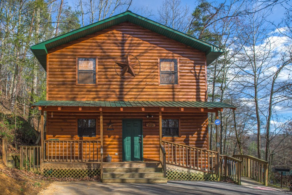 Photo of a Pigeon Forge Cabin named Dixie Delight Cabin - This is the thirty-ninth photo in the set.