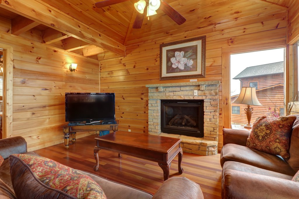 Photo of a Pigeon Forge Cabin named Champion's Run - This is the third photo in the set.