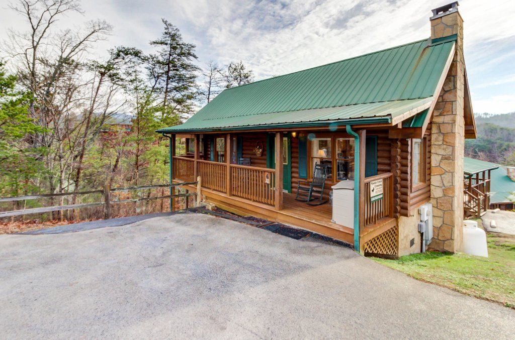 Photo of a Pigeon Forge Cabin named Arrowhead Log Cabin Resort: Cuddly Bear Hideaway Cabin - This is the tenth photo in the set.