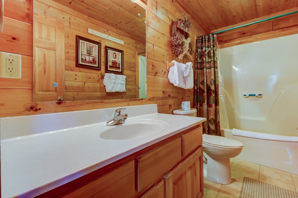 Photo of a Pigeon Forge Cabin named Arrowhead Log Cabin Resort: Cuddly Bear Hideaway Cabin - This is the twelfth photo in the set.