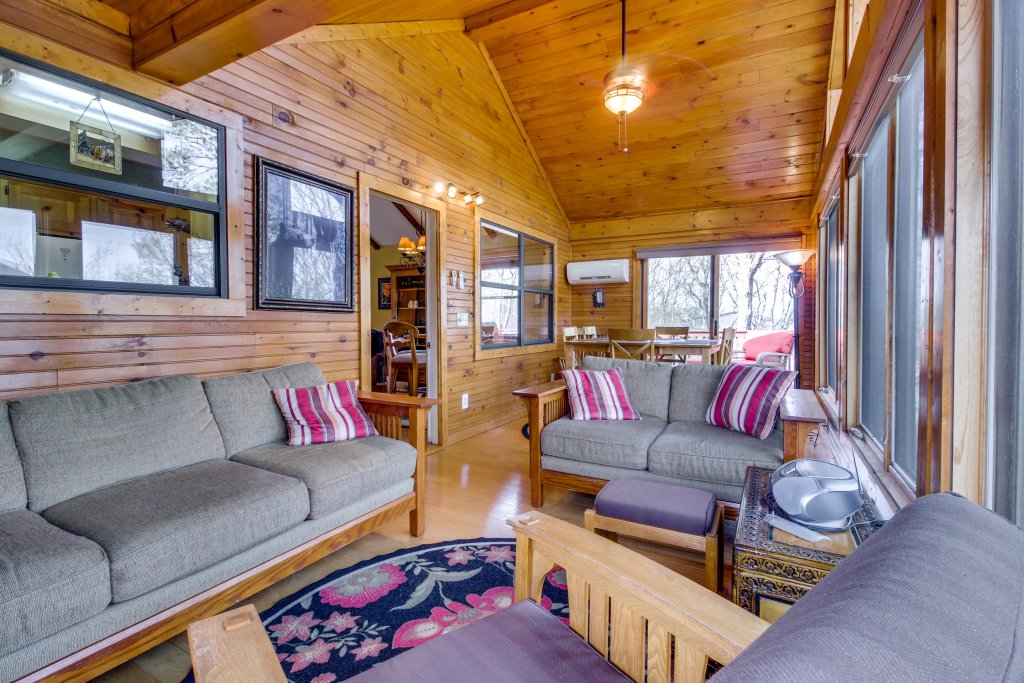 Photo of a Sevierville Cabin named Arthur's Retreat Cabin - This is the first photo in the set.