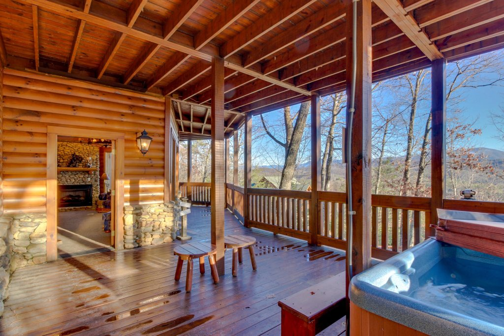 Photo of a Sevierville Cabin named Heaven On A Hill Cabin - This is the second photo in the set.