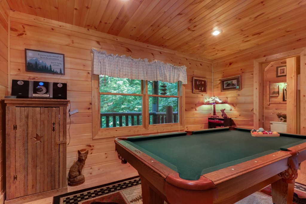 Photo of a Sevierville Cabin named Foxfire Cove Cabin - This is the twenty-fourth photo in the set.