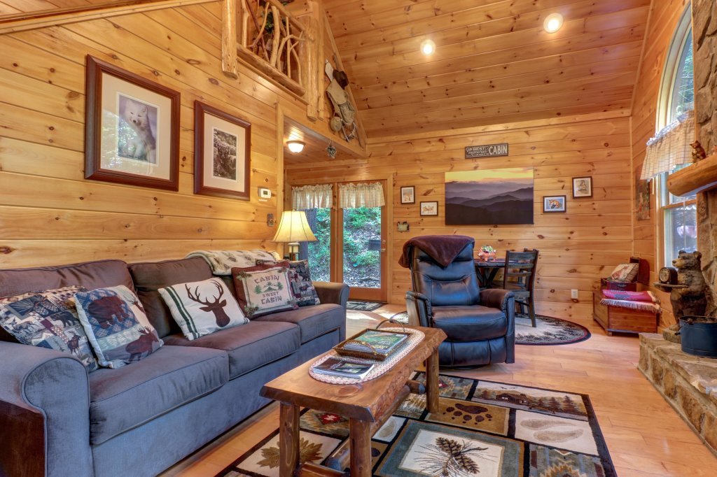 Photo of a Sevierville Cabin named Foxfire Cove Cabin - This is the fifteenth photo in the set.
