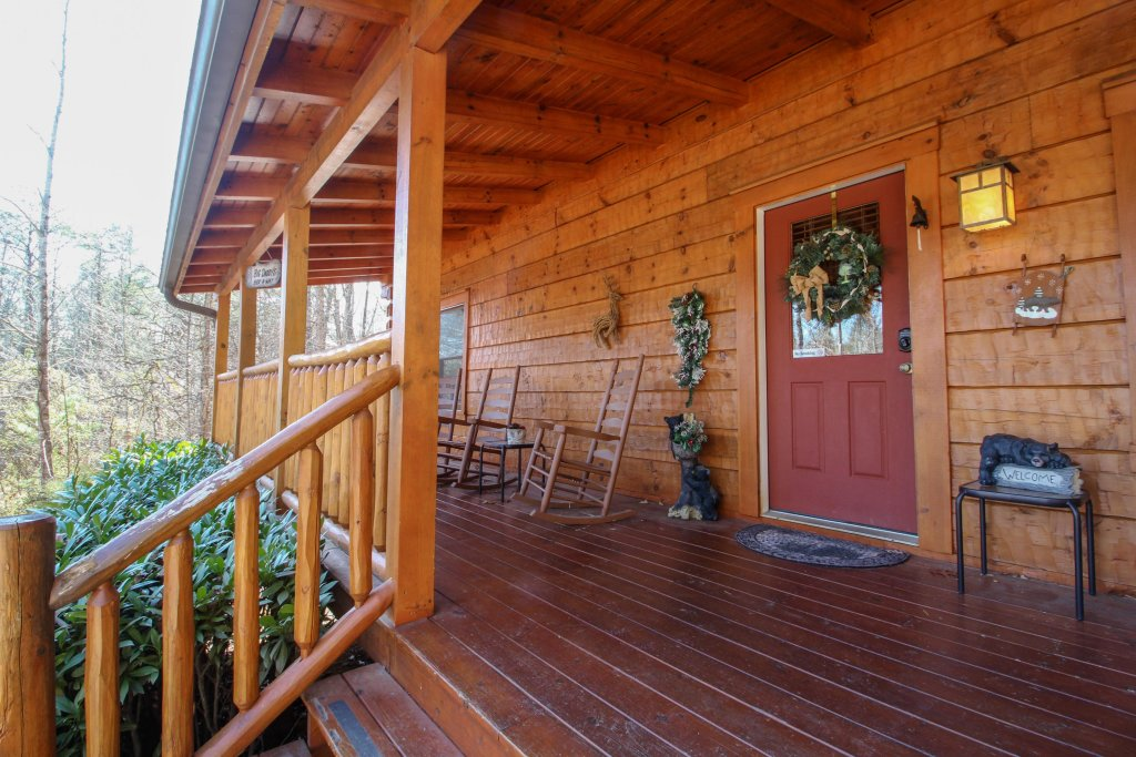 Photo of a Pigeon Forge Cabin named Big Daddy's Hideaway Cabin - This is the sixth photo in the set.