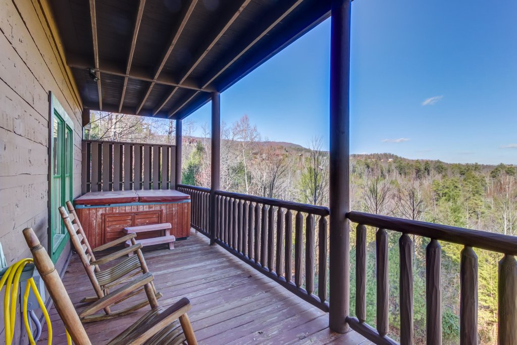 Photo of a Sevierville Cabin named Serenity's View Cabin - This is the twenty-sixth photo in the set.